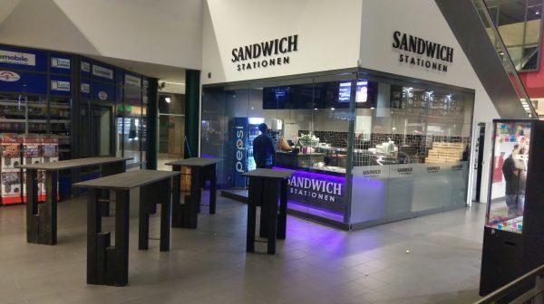 Sandwich Stationen indretning og egetræ borde