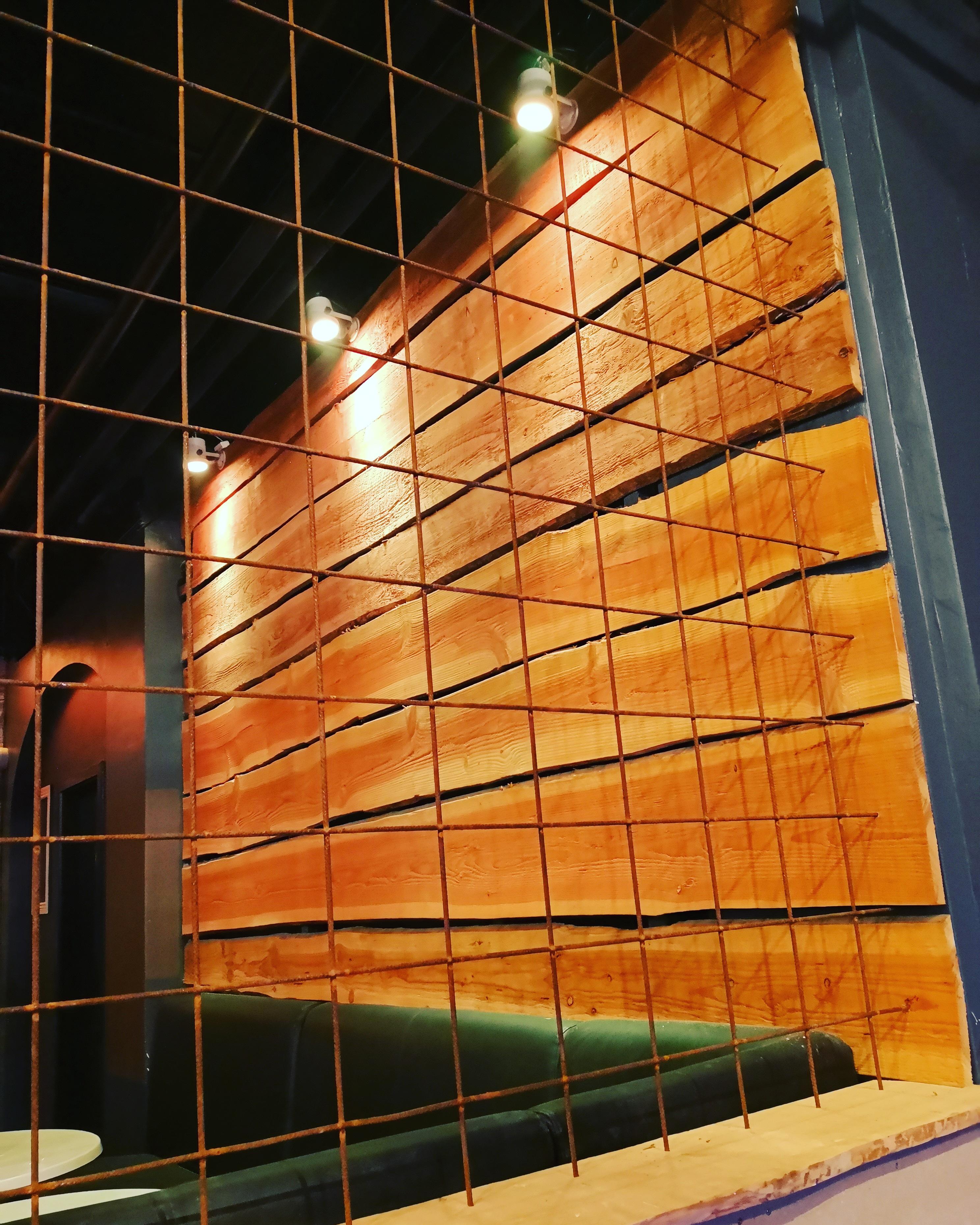 Vægdekoration træ og metal